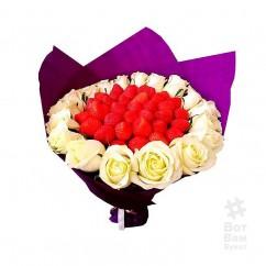 Букет 17 роз и клубника