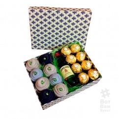 Подарочная коробка из носков и виски
