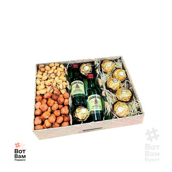 Подарочная коробка с орехами и виски