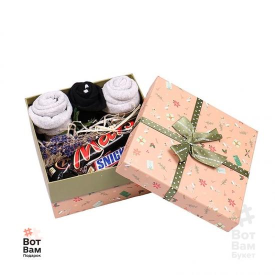 Подарочный набор из носков и конфет