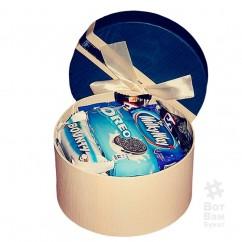 Коробка из батончиками и орео